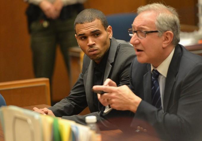 Крис Браун в съда