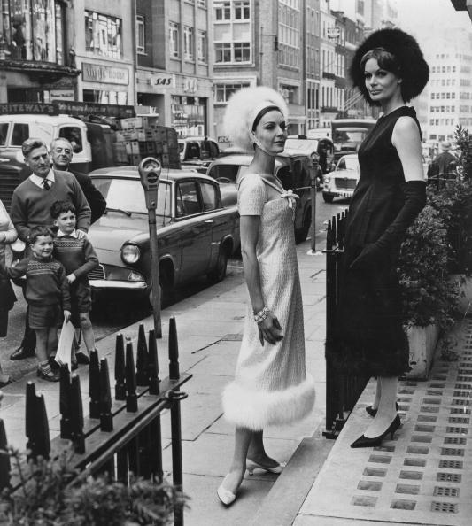 Жени облечени в Dior