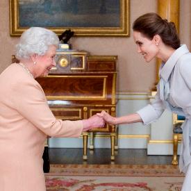 Анджелина Джоли на аудиенция в кралския двор
