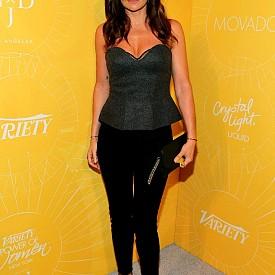"""ХЕЛЕНА КРИСТЕНСЕН, 47 Г.  Освен титлата """"Мис Вселена"""", роля в клипа на Крис Айзък """"Wicked Game""""  I Itgirl на 90-те, Хелена е едно от лицата на Chanel и Prada, а нейните рекламни кампании и до днес са сред най-публикуваните в социалните мрежи. Със спорт тя започнала да се занимава едва когато навършила 30. Днес активно тренира бокс, но ненавижда кардио. А за маратоните смята, че това е най-страшното нещо, което може да бъде причинено на организма."""