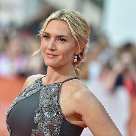 """КЕЙТ УИНСЛЕТ / 41 г. - Актрисата също е против """"замразяването"""" на мимиките на лицето и дори е организирала специално общество """"Британска лига против пластичната хирургия"""", като призовава колегите си да се присъединят. Кейт казва, че не желае, когато е на 60, да изглежда на 30."""