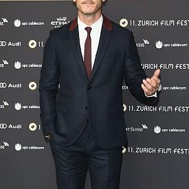 """Люк Еванс - Последните години Люк не може да се оплаче от липса на ангажименти, като във филмографията му влизат заглавия като """"Хобит"""", """"Бързи и яростни"""" и """"Дракула"""". Многото работа обаче може да го лиши от възможността да стане агент 007, тъй като едва ли ще намери свободно време."""