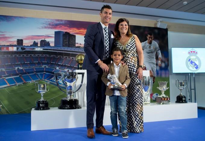 С майка си и големия си син
