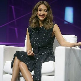 """8. В зората на актьорската си кариера Джесика участва в малък епизод в поредицата """"Бевърли Хилс, 90210""""."""
