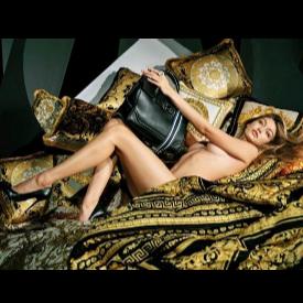 Джиджи Хадид отново се разсъблече, но този път за Versace