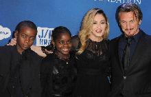 Мадона и Шон Пен заедно с Дейвид и Мърси