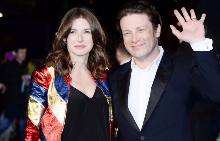 Джейми Оливър с жена си Джулс