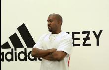 KANYE WEST и adidas Originals представят черно-бяла версия на най-вдъхновяващата и желана обувка