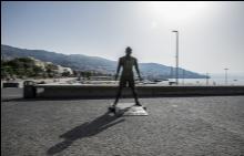 Статуята на Роналдо на летището в Мадейра