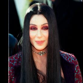 Прическите, които остават в историята: Шер и нейната дълга черна коса