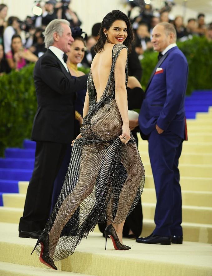 Джулия Харт е дизайнерката на уникалната рокля на Кендал Дженър за Met Gala