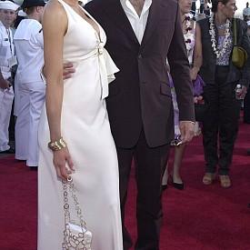 """Кейт Бекинсейл и Майкъл Шийн – Бракът им продължава цели девет години, време, през което се ражда и дъщеря им Лили. Всеки от тях обаче се сдоби с широка популярност чак след като вече бяха разделени. Днес Кейт е щастливо омъжена за режисьора Лен Уайзман, с когото се запознава на снимките на филма """"Подземен свят"""". В лентата си партнира и с Мартин."""