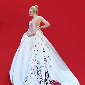 Ел Фанинг в рокля на Vivienne Westwood