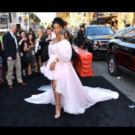 Риана в розова рокля на Giambattista Valli Couture