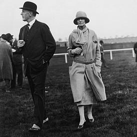 Коко развива своя бизнес нюх с помощта на своя приятел английски дипломат, който бил таен посредник между Франция и Англия по време на Първата световна война. Дипломатът я учи как да използва силата на думите и как да създава брандинг стратегии – две умения, които й помагат да изгради империята Chanel.