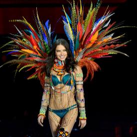 Адриана Лима няма да напуска Victoria's Secret