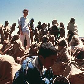 Одри Хепбърн посещава Етиопия през 1988г. в своята първа доброволческа мисия като посланик на УНИЦЕФ.