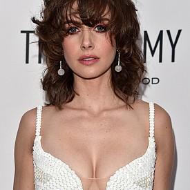 Рошава коса като тази на Алисън Бри ще покаже непокорното момиче във вас, с което всеки мъж трябва да се съобразява.
