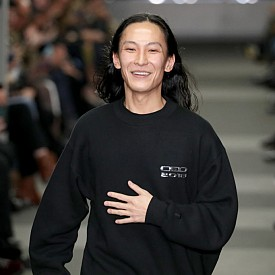 Александър Уанг представи новото си лого