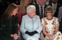 Исторически момент: Елизабет II е гост на седмицата на модата в Лондон