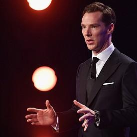 """Бенедикт Къмбърбач (41 г.) е от онези мъже, които не са никак красиви, но са адски секси. Уникален актьор с впечатляващ глас и невероятно чувство за хумор, който превръща всяка своя роля в събитие. Само си спомнете за сериала """"Шерлок"""" или филмите """"Стар трек"""", """"Боен кон"""" или """"Доктор Стрейндж""""."""