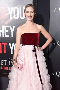 Емили Блънт в рокля на Oscar de la Renta