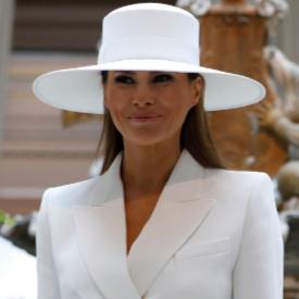 Бриджит Макрон и Мелания Тръмп облечени в бяло