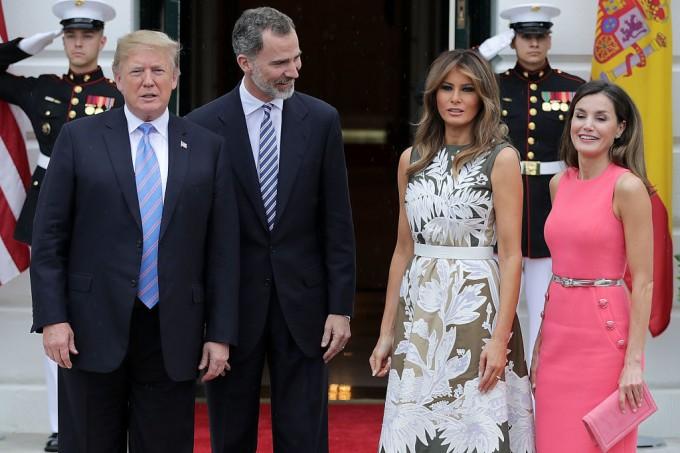 Какво избра да облече Мелания Тръмп за срещата си с кралицата на Испания