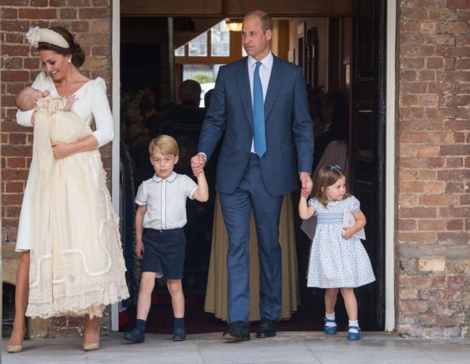 Цялото кралско семейство на Великобритания бе на кръщенето на принц Луи