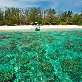 Джили, Индонезия  Прахообразен бял пясък по плажовете и кристално синя вода, островът предлага едновременно приключения и комфорт.