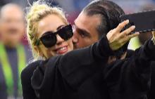 Лейди Гага се сгоди