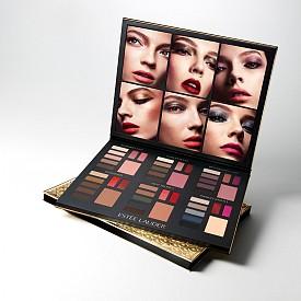 Коледната палитра на Estee Lauder предлага 48 цвята и 4 различни визии, които можете да постигнете с тях. Тя съдържа 30 сенки за очи, 6 ружа и 12 цвята червило. 169 лв.