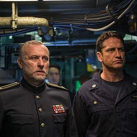 """""""Унищожителят"""" разказва историята на капитан на подводница, който все още не е разкрил всичките си ръководни таланти на своите началници. Това е на път да се промени, защото много скоро той е принуден да обедини сили с екип морски тюлени, чиято задача е да освободи руския президент, взет за заложник след военен преврат. Зад отвличането на държавния глава стои руски генерал-отцепник, чиито действия са на път да разпалят Трета световна война. По кината от 26 октомври."""