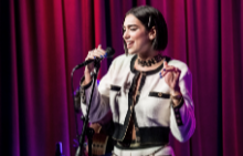 TRENDY AS ALWAYS: Дуа Липа облечена изцяло в CHANEL