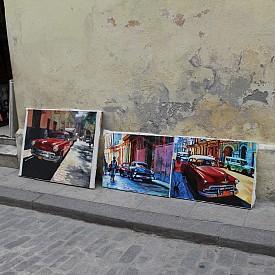 Картините на кубинските художници са също толкова цветни, колкото и сградите, автомобилите, хората...
