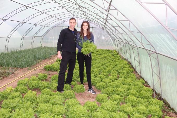 Моделът Валентина и съпругът й Кристиан в семейната ферма
