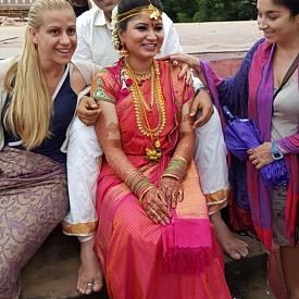 В Индия съществуват прекрасни ритуали - за благодарност към Боговете, за посрещане на слънцето, за безусловната любов и светлината. Знание, даващо сигурност и вяра извън материалната зависимост и вечно контролиращия ум. Да усетиш величието им, да се докоснеш до енергията на река Ганг, до красотата на Тадж Махал до бита на масовия индиец е голямо предизвикателство и безценен преживелищен дар.