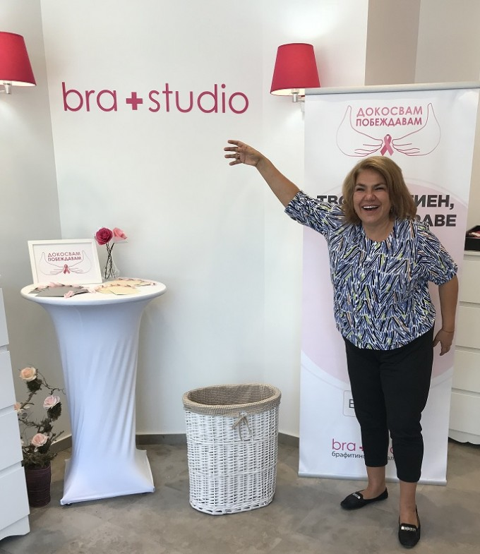 """Марта Вачкова първа върна за рециклиране стар сутиен за кампанията """"Твоят сутиен, твоето здраве"""" на Bra+Studio"""