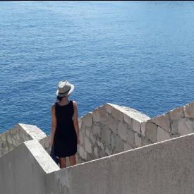 По крепостните стени на Дубровник