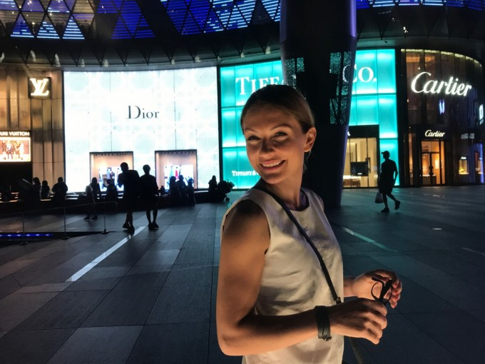 "Милена Кръстева на ""Орчард Роуд"" в Сингапур"