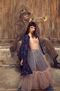 Обеци, кимоно, дънки и бански като бюстие H&M, тюл от рокля Miss Sixty oт Totally Erected Store