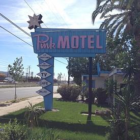 Pink Motel край Ел Ей, където е заснета сесията с Кристен Стюарт