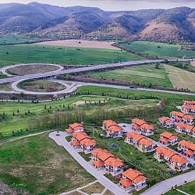 """Пътният възел на магистрала """"Хемус"""" край град Правец"""