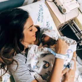 Александра Петканова и Габриел броени минути след раждането