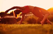 4 видео урока по йога, които носят усещане за щастие