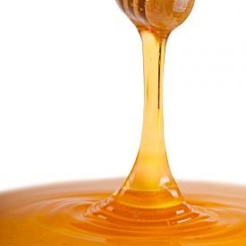 Мед  Медът ефективно потиска кашлица и помага при безсъние. Сладкият му вкус предизвиква отделяне на слюнка, която намалява желанието за кашляне. Антиоксидантите помагат на организма да се справи с бактериите и облекчава симптомите на настинка. Важно е да се знае, че мед не се дава на дете на възраст под 1 годинка.