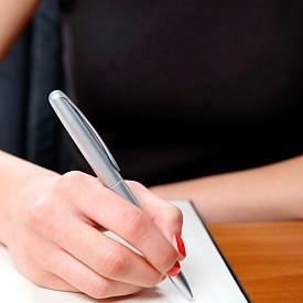 Поставете си цел за деня. Напишете на лист хартия най-важното, което искате да направите през деня. Това е като позитивна мантра, която задава посоката ви и не позволява да  отклонявате вниманието си с по-маловажни неща.