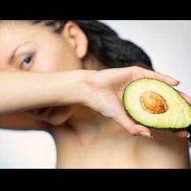 В кухнята си имате всичко необходимо за почистване на кожата на лицето.
