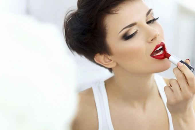 Урок по красота: червеното червило