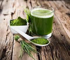 1. СПИРУЛИНА Тези синьо-зелени езерни водорасли съдържат големи количества калций, магнезий и калий. Това са основни хранителни елементи, които имат силата да намалят спазматичните болки в главата, както и да изчистят проблемите с настроението. Чувствителността на гърдите ви ще намалее значително, а проблемите с кръвната захар ще бъдат минимизирани.